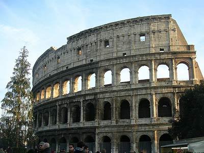 Il Colosseo ed altri anfiteatri e teatri della capitale
